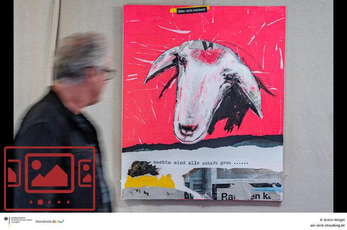 Das slideshow-Fenster mit Impressionen zur Vernissage und den Werken der Straubinger Künstlerin und Fotografin Bettina Aumer-Lindner anzeigen ...