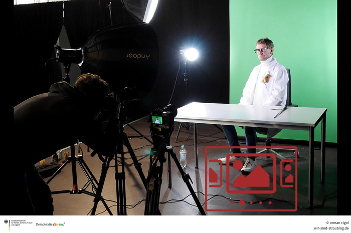 """Das slideshow-Fenster mit Bildern zur Aktion '""""DR. STEVEN SCHMOCK"""" :: """"So werden wir verarscht! – Die ganze Wahrheit!""""' anzeigen ..."""