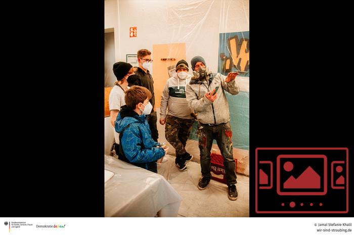 """Das slideshow-Fenster mit Bildern zum Projekt '""""Farbenblind"""" – Für Vielfalt, Toleranz und Solidarität' anzeigen ..."""