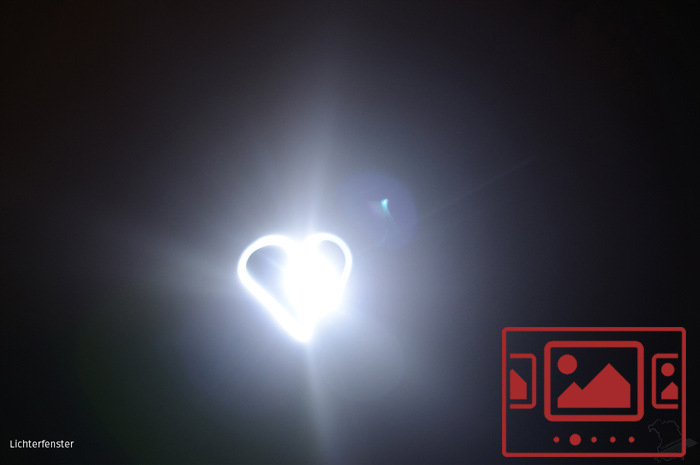 Das slideshow-Fenster mit Bildern zur Aktion 'Lichterfenster als Zeichen der Zuversicht, der Solidarität und der Anteilnahme für die vielen Toten und Leidtragenden der Corona-Pandemie' anzeigen ...