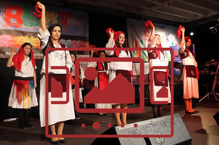 Das slideshow-Fenster mit begleitenden Bildern 'Poetry Sound & Vision 2 - Kulturzug Albanien' anzeigen ...