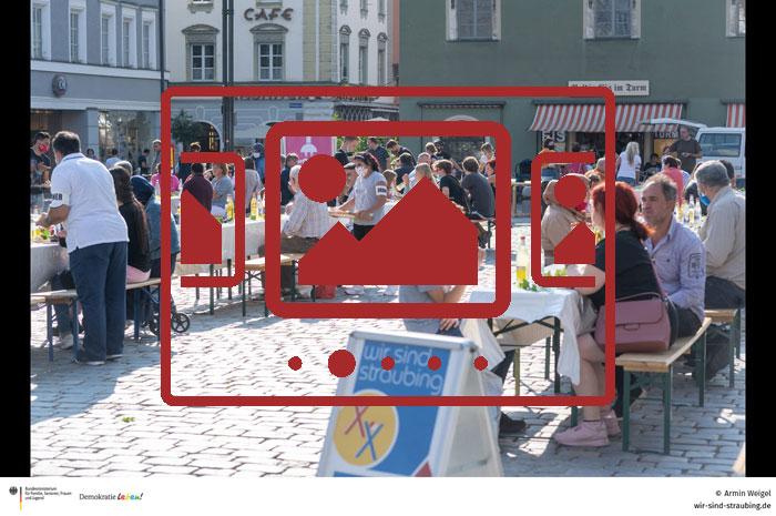 Das slideshow-Fenster mit begleitenden Bildern und Impressionen zur 'Tafel der Kulturen im September 2020' anzeigen ...